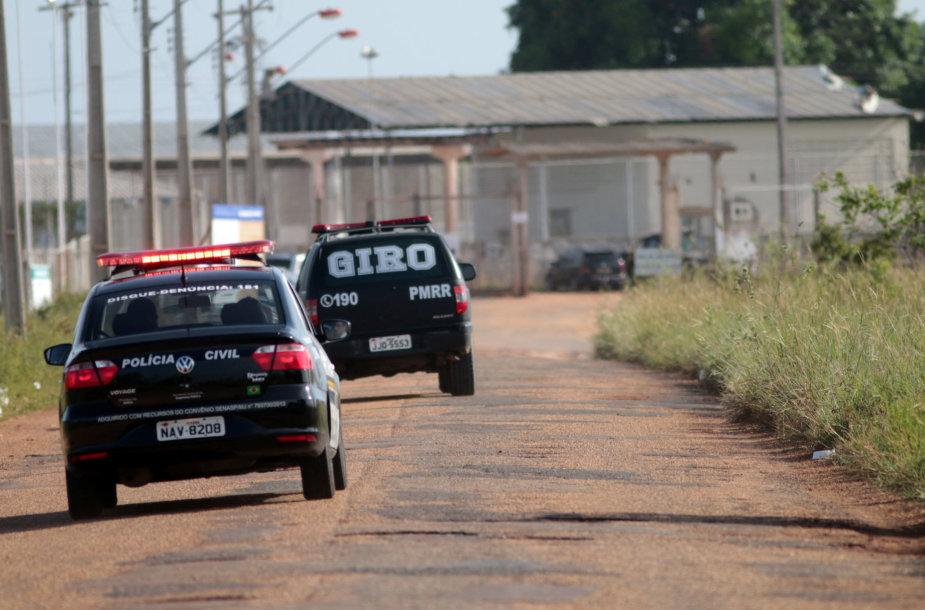 Policijos automobiliai šalia Roraimos valstijos kalėjimo