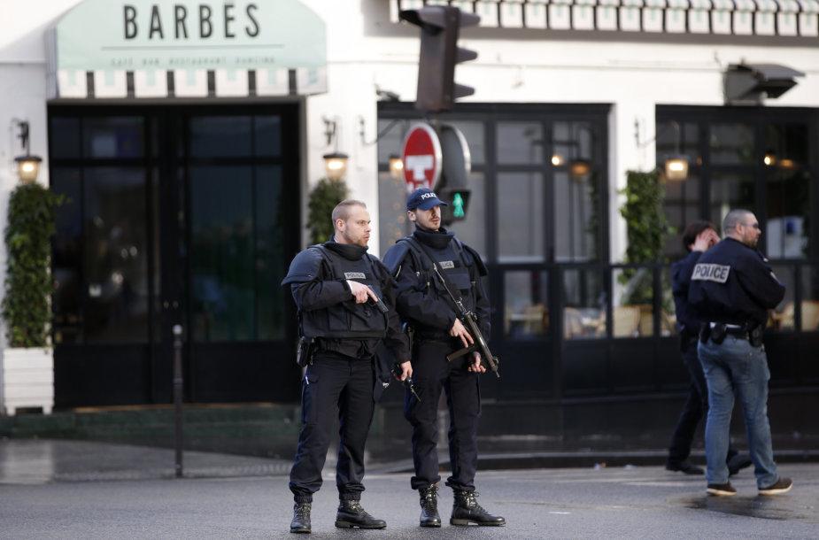 Pareigūnai Paryžiuje
