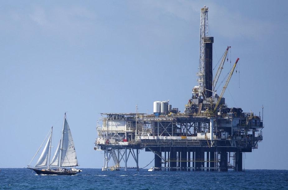 Naftos gavybos platforma Kalifornijoje