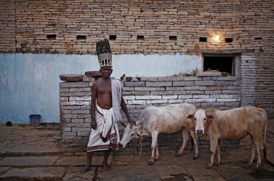 Žemiausios kastos induistai garbinantys dievą Ramą savo kūną puošia tatuiruotėmis