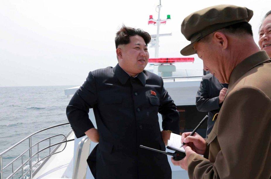 Šiaurės Korėjos lyderis Kim Jong Unas laive