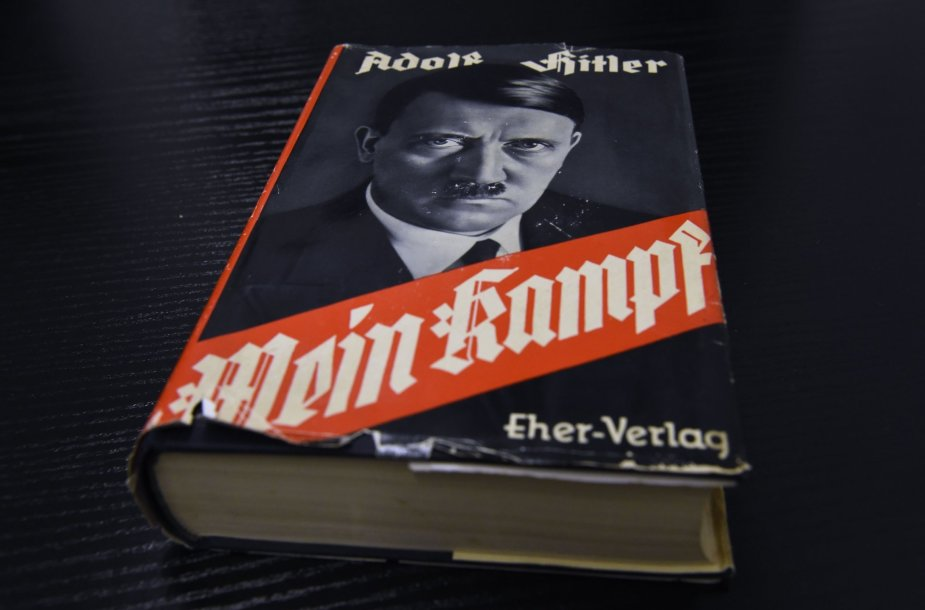 """Adolfo Hitlerio """"Mano kova"""" (""""Mein Kampf"""")"""