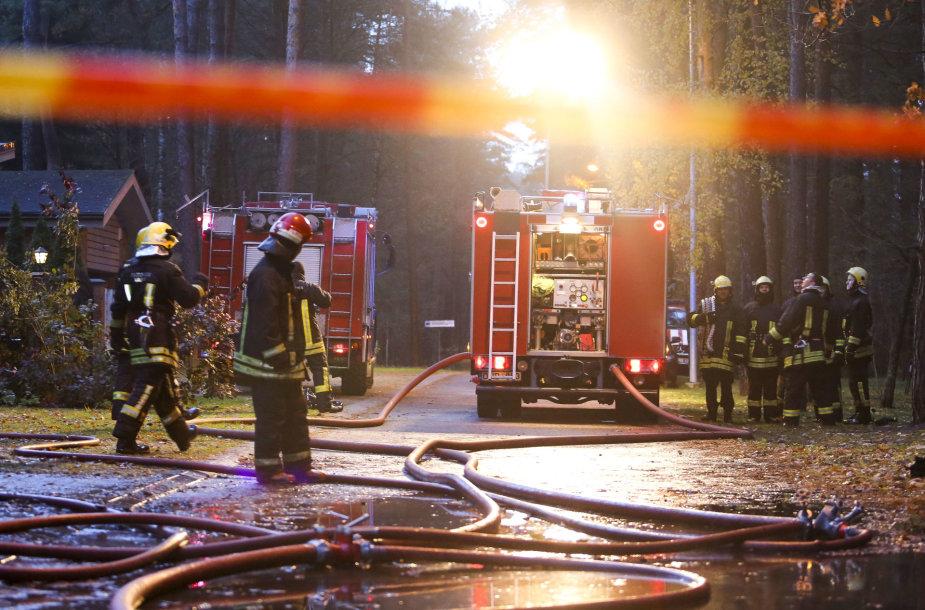 Sekmadienį gaisras kilo Mertinų name Vilniuje
