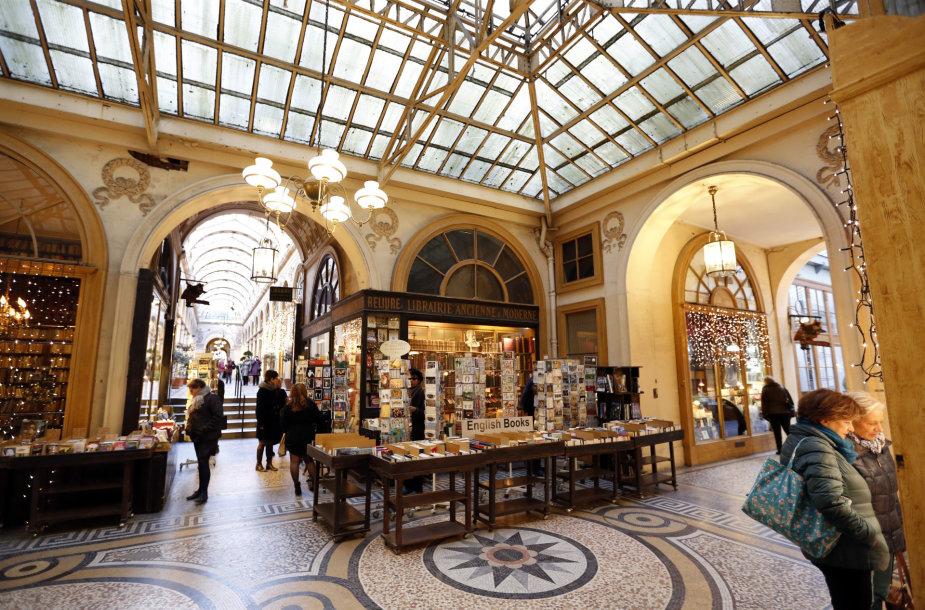 Prabangių parduotuvių kompleksas Paryžiuje