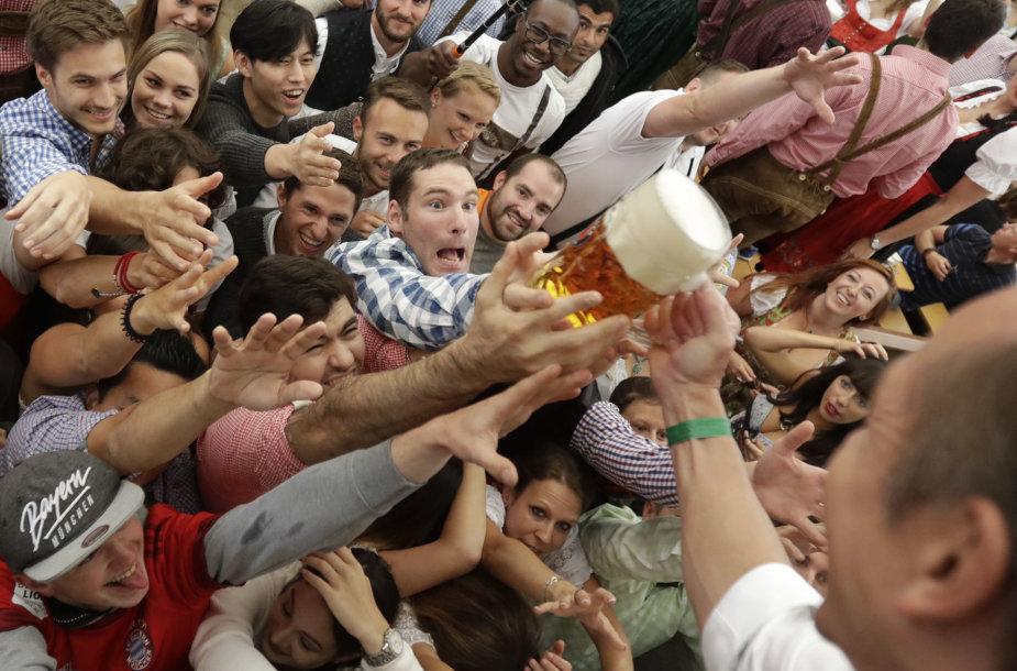 "Miunchene prasidėjo kasmetinis alaus festivalis ""Oktoberfest"""