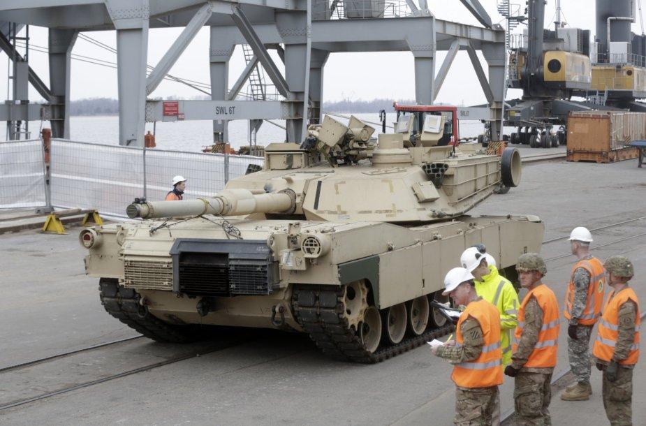Sunkioji NATO ginkluotė jau Rygoje.
