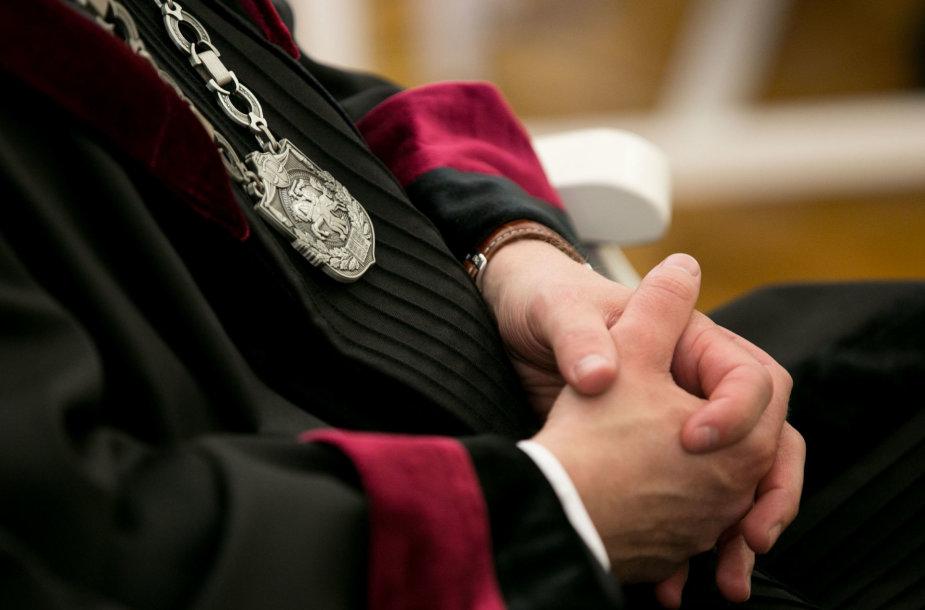Teisėjų priesaikų priėmimo akimirka