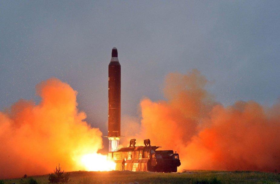 """Šiaurės Korėjos balistinės raketos """"Musudan"""" bandymas"""