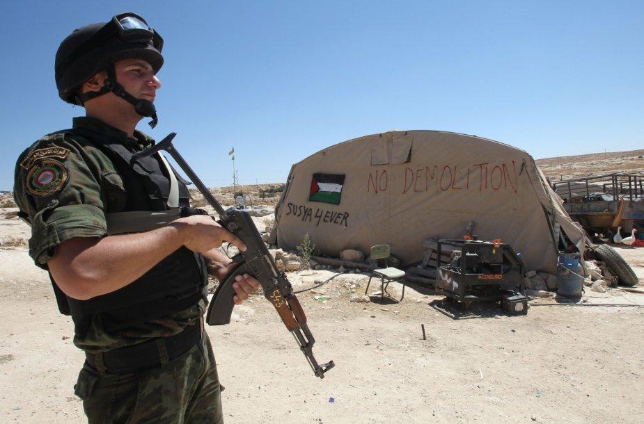 Izraelio okupuotame Vakarų Krante griaunami nelegaliai pastatyti namai