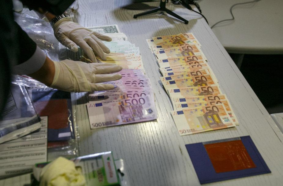Netikri eurai