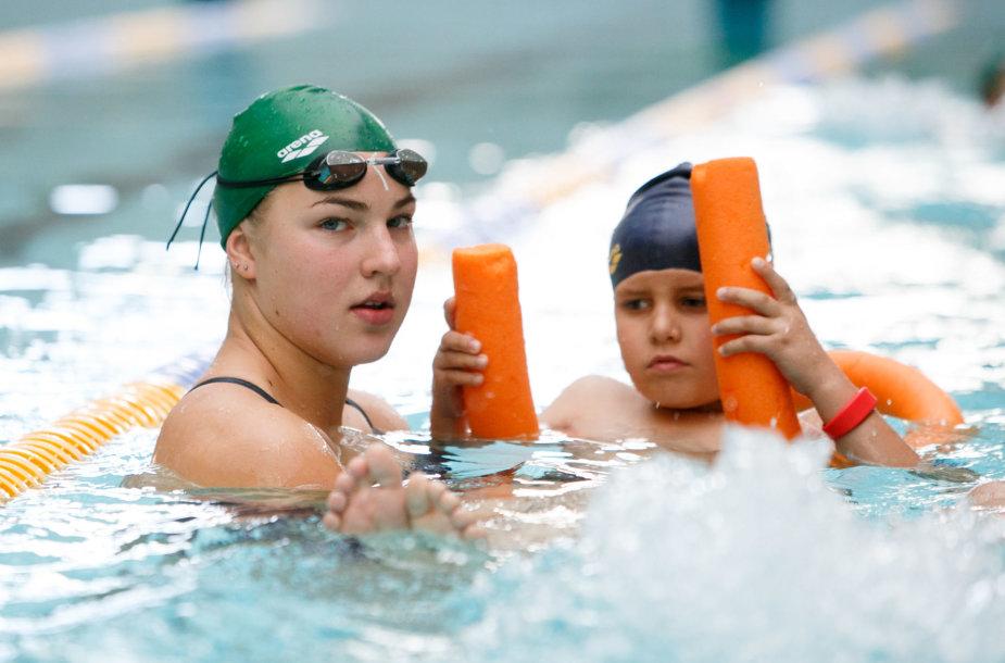 """Plaukimo treniruotė """"Girstučio"""" baseine"""