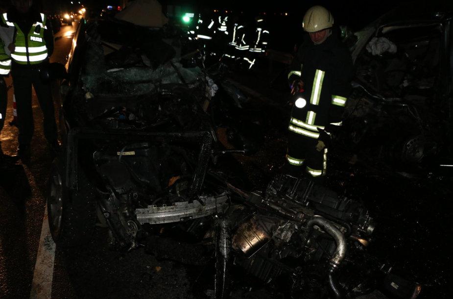 """Magistralėje """"Via Baltica"""" susidūrus trims mašinoms žuvo BMW vairuotojas"""