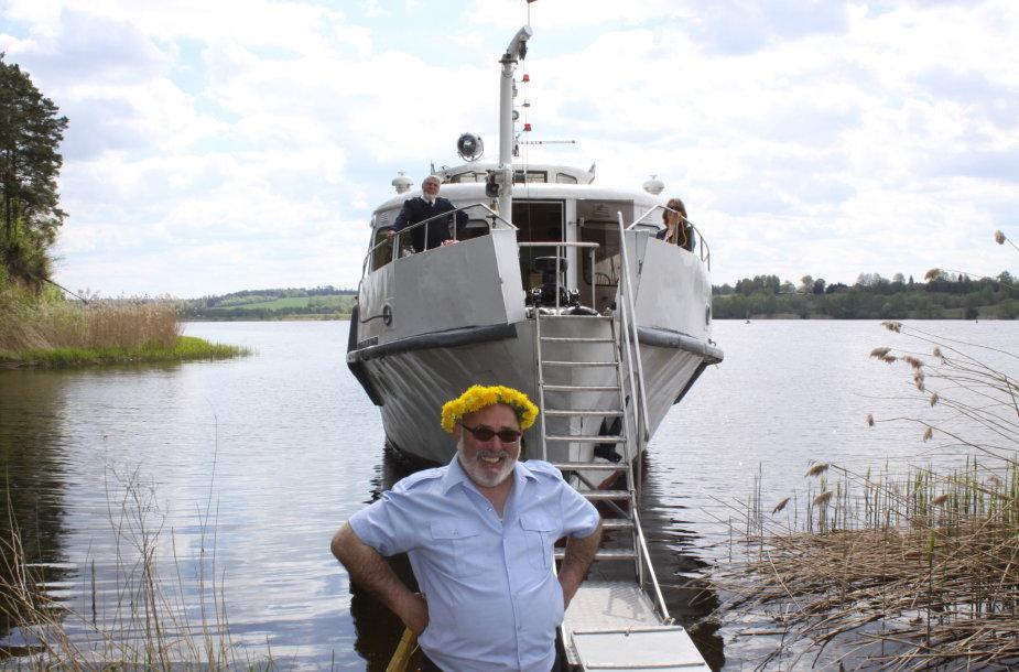 """Į Kadagių slėnį plukdantys laivo """"Nemunas"""" kapitonai turi puikų humoro jausmą"""