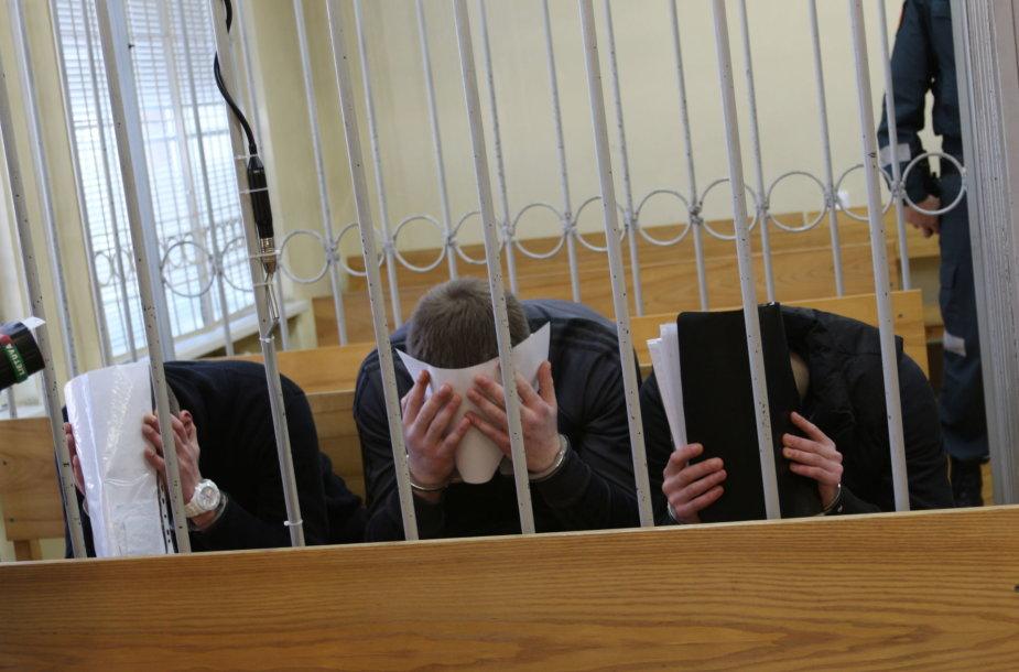 Teisme taksisto žudikai kaip įmanydami slėpė savo veidus.