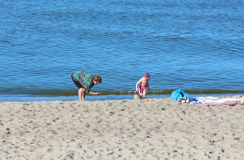 Melnragės paplūdimys šiltą rugsėjo rytą