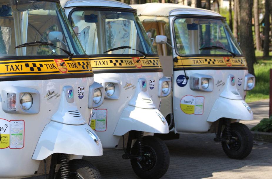 Neringoje nuo šio sezono poilsiautojus vėžins tuktukai.