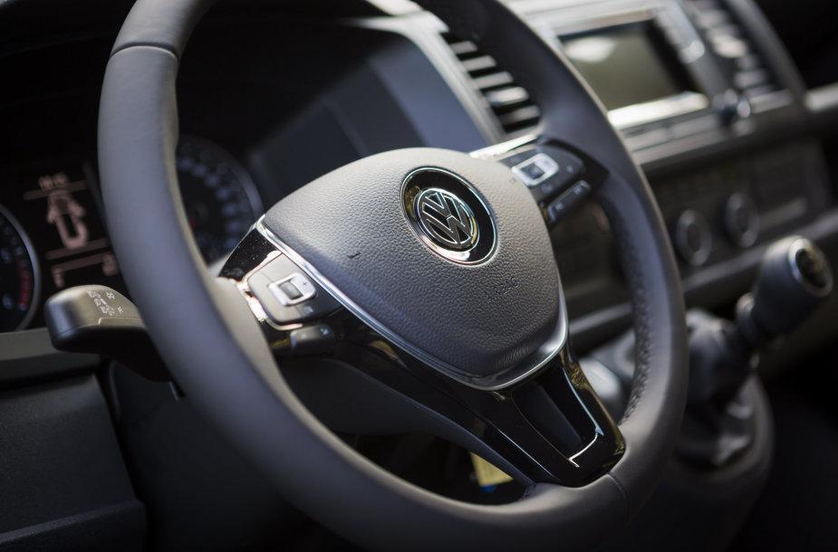 """""""Moller auto"""" naujų automobilių pristatymas"""