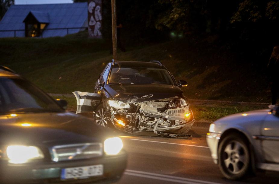 Vilniaus Olandų gatvėje automobilių avarija