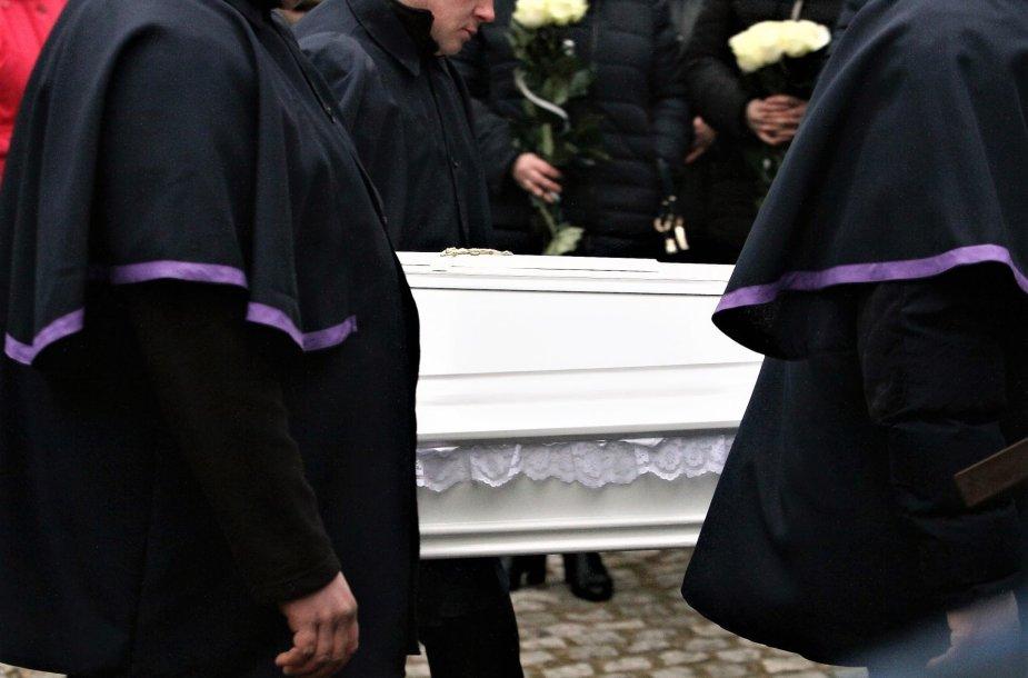 Artimieji ir sukrėsta visuomenė atsisveikina su užmuštu keturmečiu