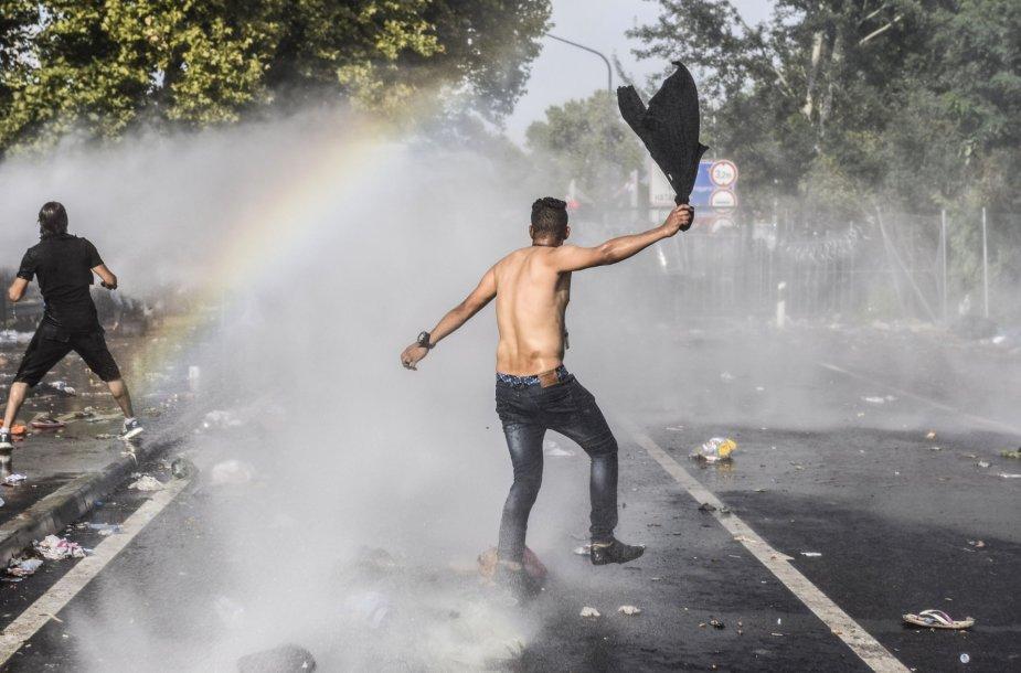 Migrantų siautėjimas Vengrijos pasienyje