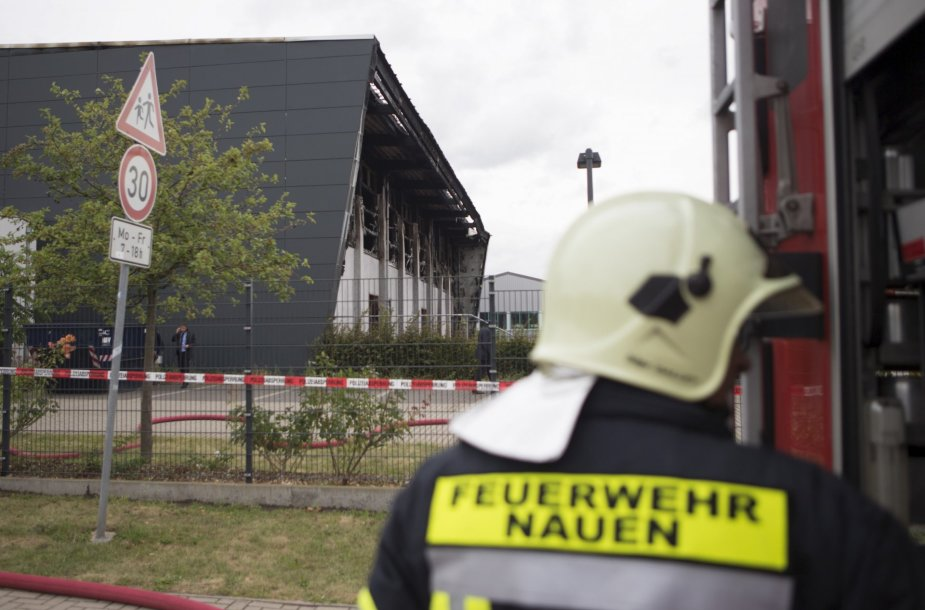 Gaisrininkas prie Berlyno priemiestyje padegto pabėgėlių centro