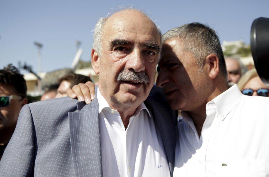 Vangelį Meimarakį po rinkimų pralaimėjimo guodžia partijos kolega