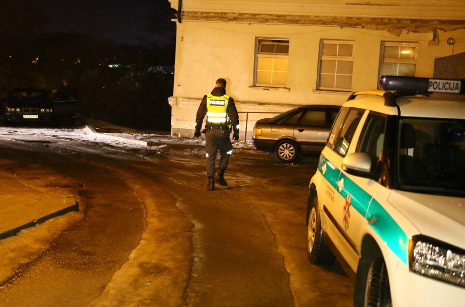 Sostinės Subačiaus gatvėje dėl merginos peiliais susipliekė du nepilnamečiai