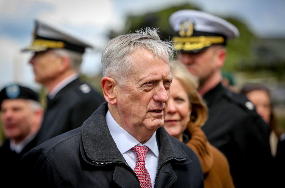 JAV Gynybos sekretoriaus J. Mattis vizitas  poligone Pabradėje