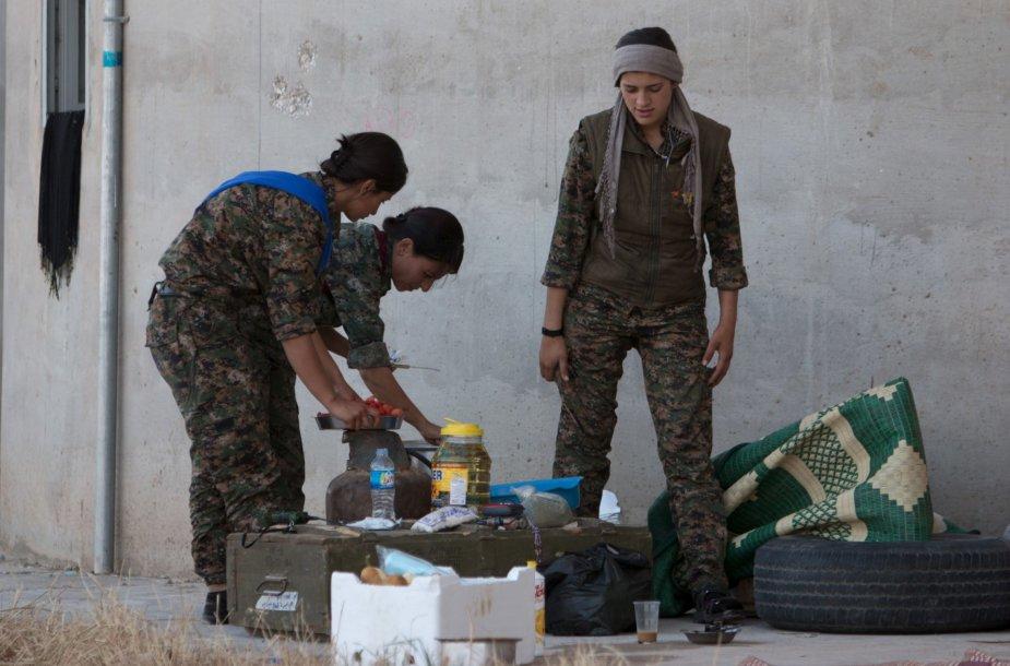 Kurdų apsaugos būriai atkovotoje teritorijoje Sirijos pietuose