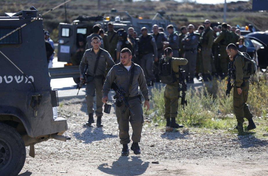 Vakarų Krante palestinietis nukreipė automobilį į Izraeliečius karius ir buvo pašautas
