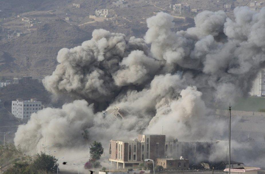 Balandžio 17 diena. Bombarduojamas Jemenas