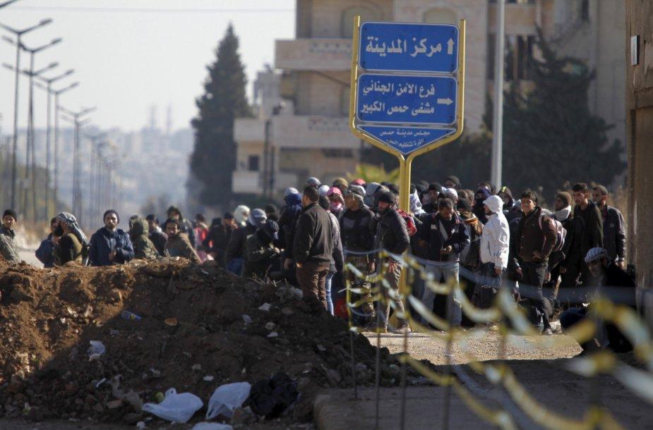 Sirijos sukilėliai pradėjo trauktis iš Homso pagal paliaubų susitarimą