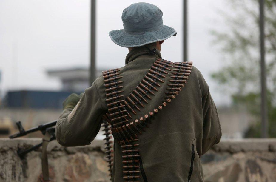 """Kabule per besitęsiančią Talibano kovotojų ataką žuvo """"daug žmonių"""""""