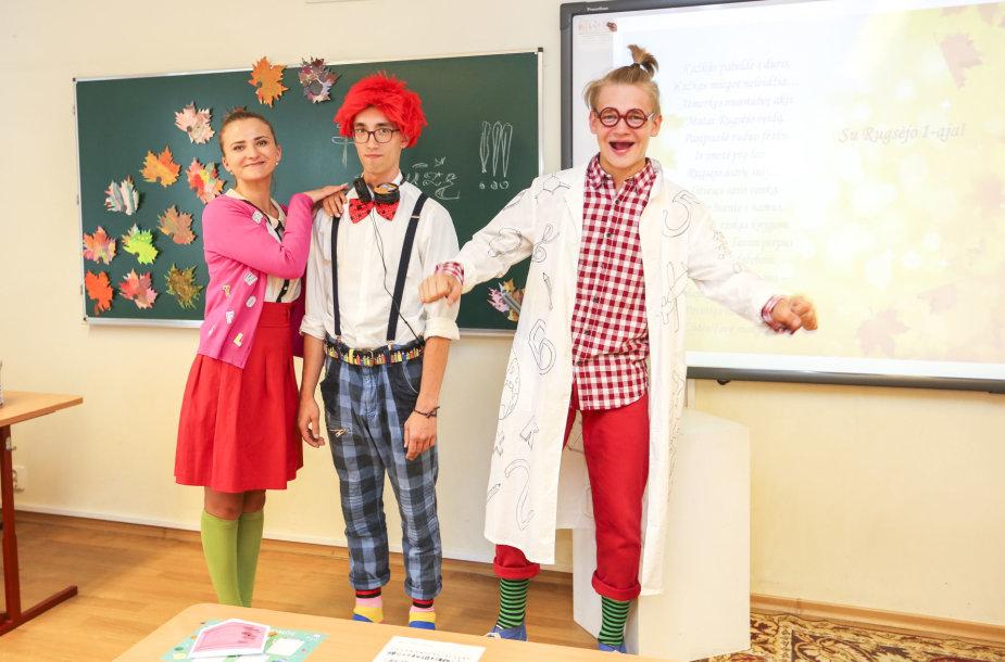 Mokinius sveikino elektroninių pratybų EMA personažai