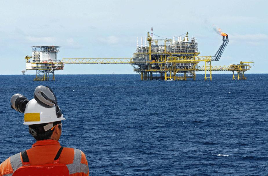Naftos gavyba jūroje
