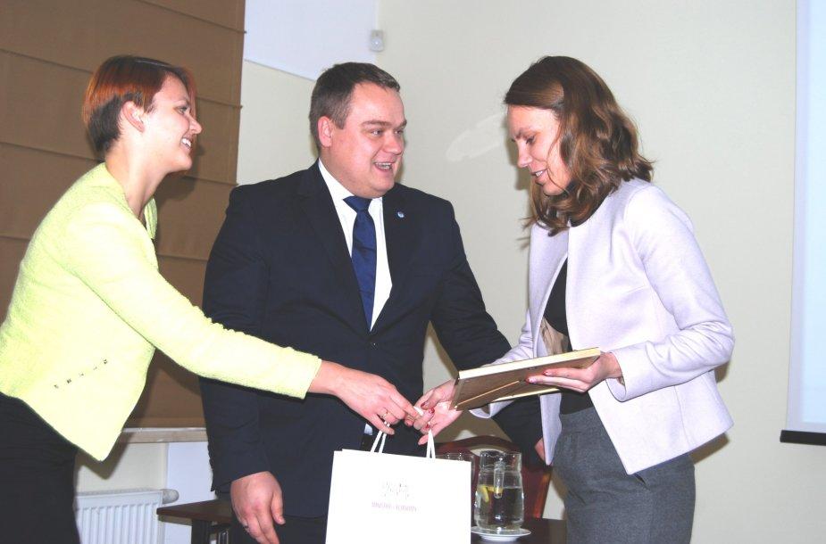 Įteikti apdovanojimai verslui už inovacinių čekių projektus