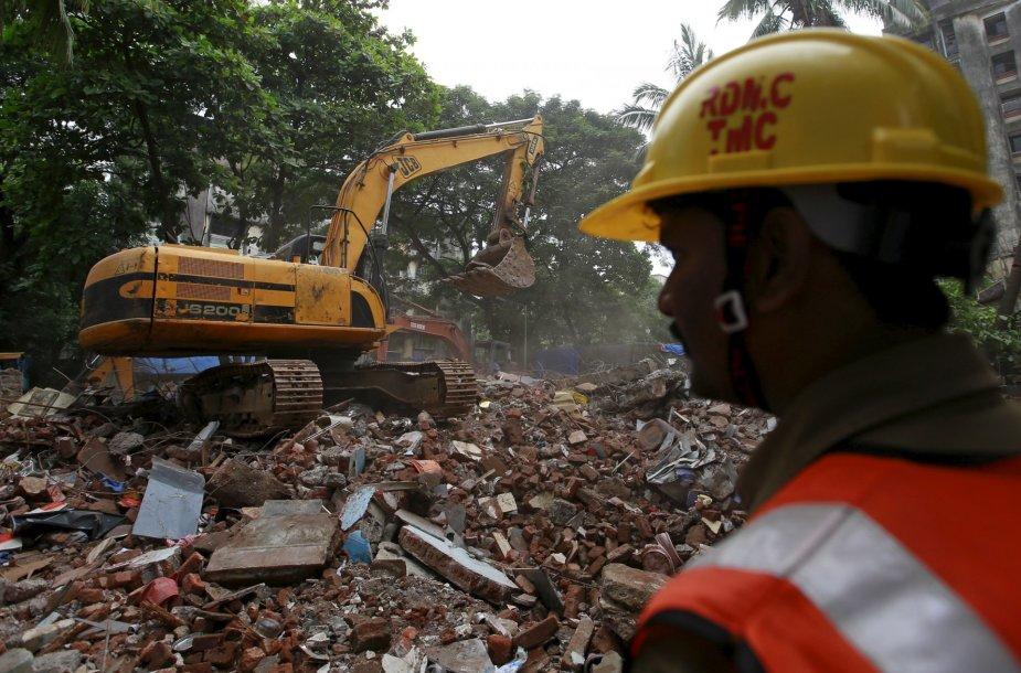 Gelbėjimo operacija sugriuvus pastatui Indijoje