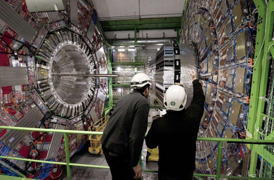 Didžiojo Hadronų greitintuvo CMS laboratorijoje dirbantys mokslininkai