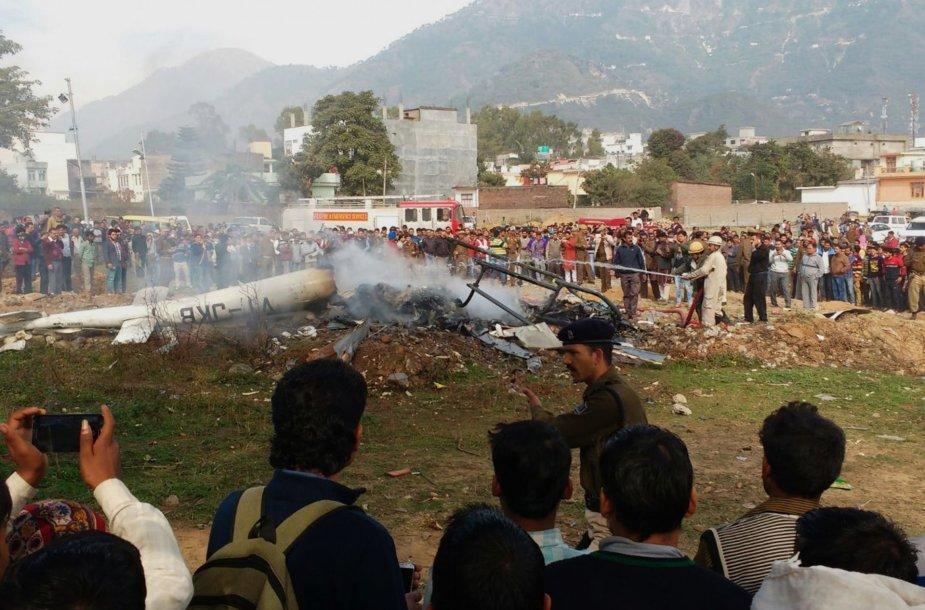 Nukritęs sraigtasparnis Indijoje