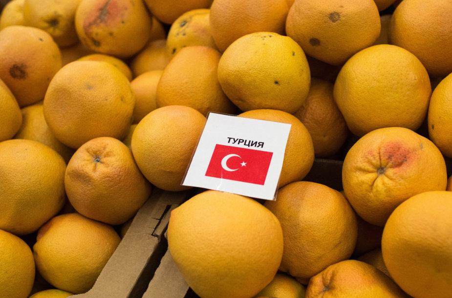 Rusijos parduotuvių lentynose jau nebematyti turkiškų vaisių ir daržovių