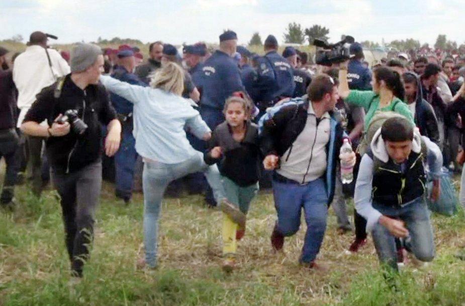 Vengrų operatorė apspardė pabėgėlius