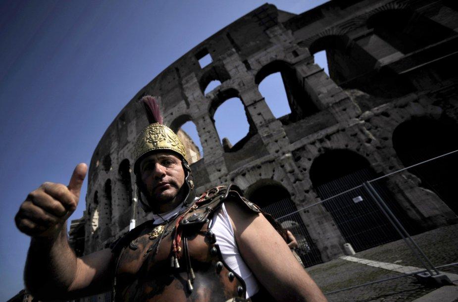 Ilgą laiką neatskiriami nuo Koliziejaus buvę centurionai nuo šiol nebegalės terorizuoti turistų.