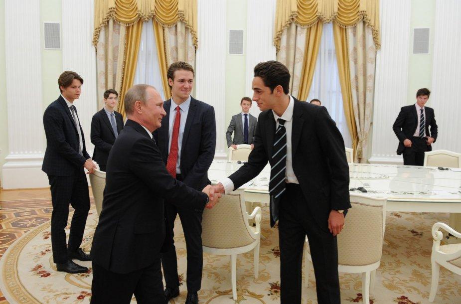 V.Putinas priėmė svečius iš elitinės Itono kolegijos