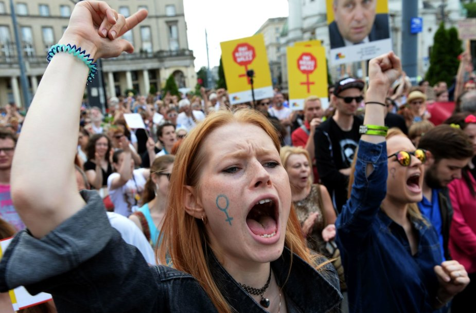 Lenkijoje vyksta protestai prieš abortų draudimus