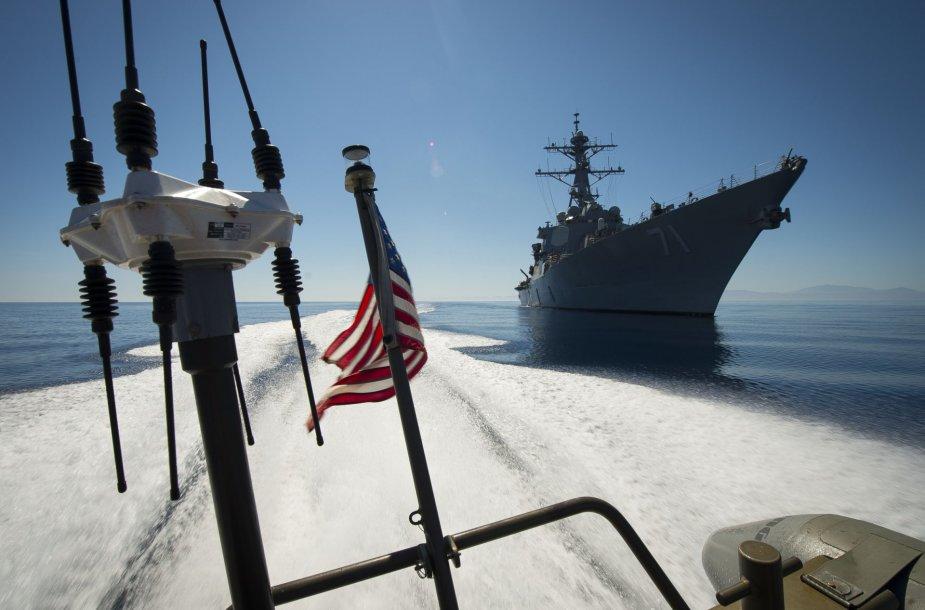USS Ross eskadrinis minininkas.