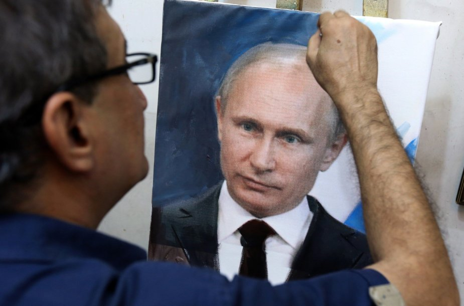 Mohammedas Karimas Nihaya baigia tapyti V.Putino portretą