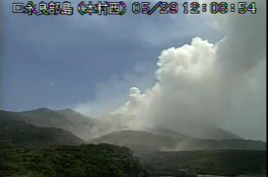 Japonijos saloje išsiveržė ugnikalnis