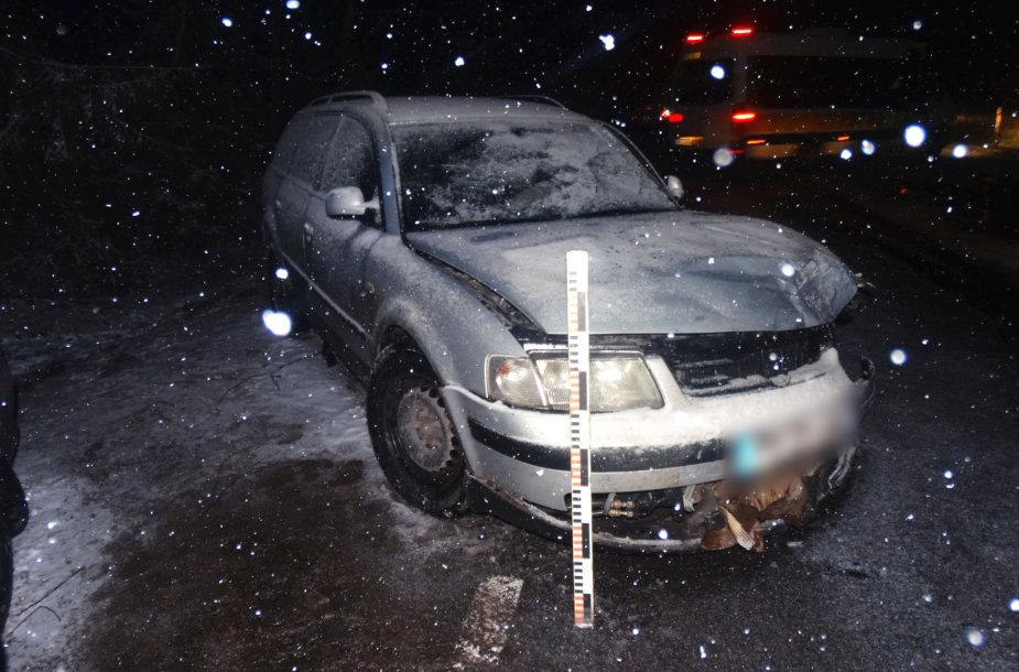 """""""Passat"""" įvykio vietoje: šio VW vairuotojas ir keleiviai per avariją nenukentėjo"""