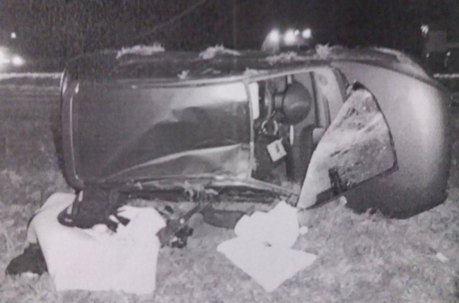 Automobilio Kelmės rajone nesuvaldęs vairuotojas nuvažiavo į griovį.