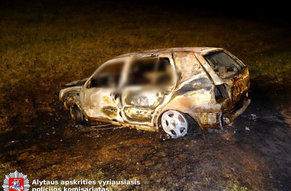 "Prienų rajone sudeges automobilis  ""VW Golf"""